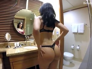 Bubble butt babe undressing and dancing
