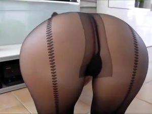 Hot pantyhose ass bring to sexy footjob