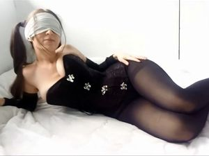 Blindfolded girlfriend with incredible big...