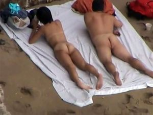 Voyeur video from the beach, couple cought...