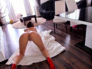 Fucking sexy sister with round ass on webcam