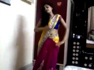 Sexy desi girls dance hot