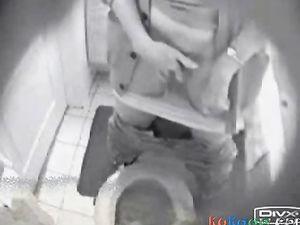 NOT My sister fingering in toilet caught...