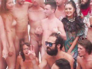 Nude bei Festival