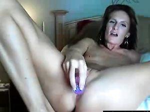 Pretty Milf masturbating in Webcam