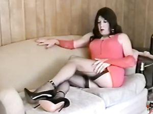 Carol C. Leggy Tranny in Whorish Make-Up Cums