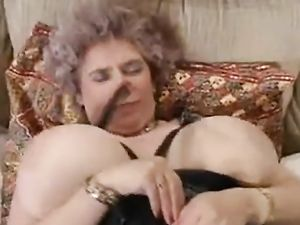 Riesige Brüste Sexy alt reifen