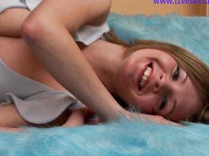 Hot blonde teen small ass big dildo  play