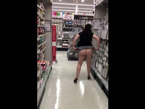 Big ass woman exhibitionist flashing her...